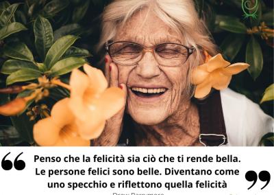 Penso che la felicità sia ciò che ti rende bella. Le persone felici sono belle. Diventano come uno specchio e riflettono quella felicità. - Drew Barrymore