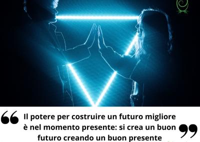 Il potere per costruire un futuro migliore è nel momento presente: si crea un buon futuro creando un buon presente. - Eckhart Tolle